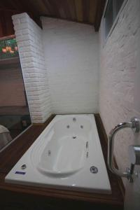 Queen Suite with Spa Bath