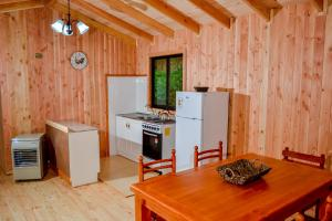 Two Bedroom Cabin (5 adults)