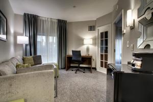 King Suite  - Disability Access with Tub - Non-Smoking