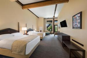 Queen Room with Two Queen Beds - River View/Disability Accessible
