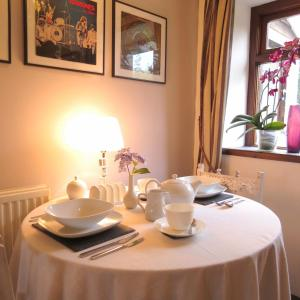Stones Throw B&B, Bed and breakfasts  Llandissilio - big - 29
