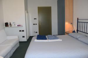 B&B Centro Arcangelo, Bed and breakfasts  Dro - big - 37