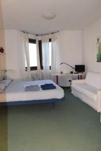 B&B Centro Arcangelo, Bed and breakfasts  Dro - big - 38