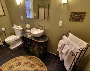 King Room with Ensuite Bathroom
