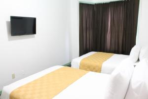 Deluxe Room with Two Double Beds and Shared Bathroom
