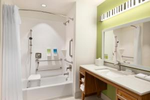 King Suite Bath Tub - Mobility Accessible - Non-Smoking