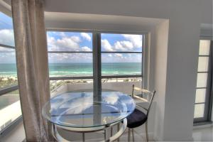 Deluxe Studio Apartment with Balcony and Ocean View