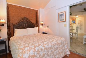 Bahama Breeze Two-Bedroom Cottage