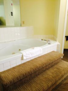 Luxury Suite with Spa Bath - Smoking
