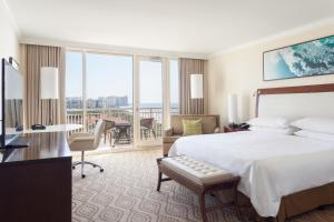 King or Double Room with Partial Gulf View