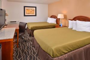 Standard Queen Room with Two Queen Beds - Non Smoking Shower Only