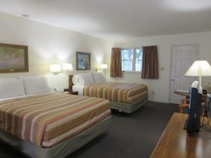 Queen Room with Two Queen Beds with Balcony - Non-Smoking
