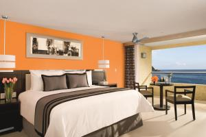 Preferred Club Deluxe Ocean Front (1 Adult + 1 Child)