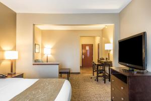 Queen Suite with 2 Queen Beds - Non-Smoking