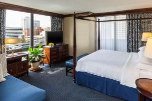 Club Suite Guestroom