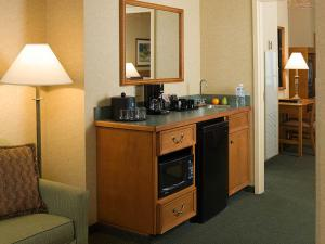 Premium Corner Suite with Two Double Beds - Non-Smoking