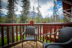 One-Bedroom Suite with Mountain View