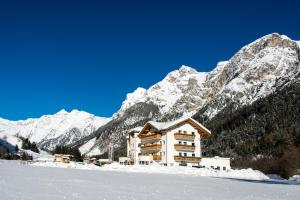 Hotel Alpin, Hotel  Colle Isarco - big - 1