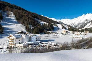 Hotel Alpin, Hotel  Colle Isarco - big - 37