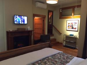 Ground Level King Suite