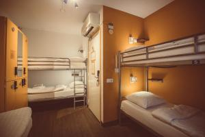 6 persons room with shared  facilities