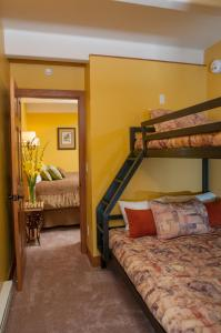 One-Bedroom Suite with Bunks