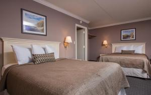 Deluxe Two-Room Suite