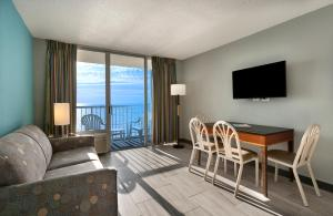 Oceanfront Queen Suite