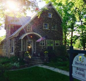 Aberdeen Stone Cottage B&B, Bed & Breakfasts  Traverse City - big - 23