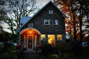 Aberdeen Stone Cottage B&B, Bed & Breakfasts  Traverse City - big - 21