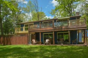 Lakeside Dreamin' Four-Bedroom Holiday Home, Dovolenkové domy  McHenry - big - 1