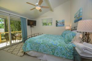 Lakeside Dreamin' Four-Bedroom Holiday Home, Case vacanze  McHenry - big - 24