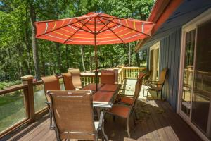 Lakeside Dreamin' Four-Bedroom Holiday Home, Case vacanze  McHenry - big - 21