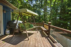 Lakeside Dreamin' Four-Bedroom Holiday Home, Case vacanze  McHenry - big - 20
