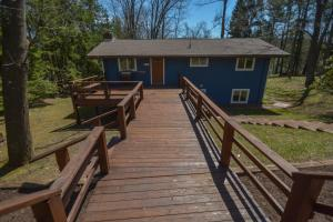 Lakeside Dreamin' Four-Bedroom Holiday Home, Case vacanze  McHenry - big - 16