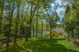 Lakeside Dreamin' Four-Bedroom Holiday Home, Dovolenkové domy  McHenry - big - 17