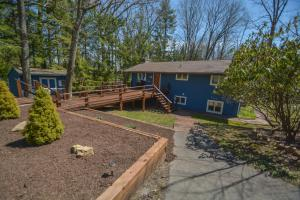 Lakeside Dreamin' Four-Bedroom Holiday Home, Case vacanze  McHenry - big - 14