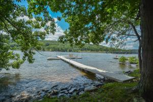 Lakeside Dreamin' Four-Bedroom Holiday Home, Dovolenkové domy  McHenry - big - 12