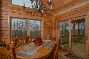 Log Me Inn Five-Bedroom Holiday Home, Holiday homes  McHenry - big - 19