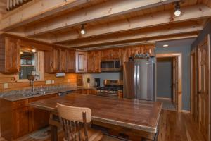 Log Me Inn Five-Bedroom Holiday Home, Holiday homes  McHenry - big - 15