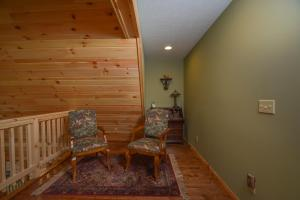 Log Me Inn Five-Bedroom Holiday Home, Holiday homes  McHenry - big - 17