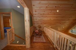 Log Me Inn Five-Bedroom Holiday Home, Holiday homes  McHenry - big - 16