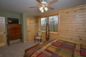Log Me Inn Five-Bedroom Holiday Home, Holiday homes  McHenry - big - 13