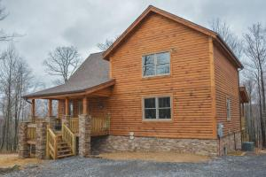 Log Me Inn Five-Bedroom Holiday Home, Holiday homes  McHenry - big - 3