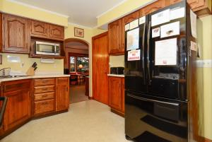 Whispering Oaks Three-Bedroom Holiday Home, Дома для отпуска  McHenry - big - 14
