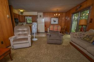 Rock Lodge Three-Bedroom Holiday Home, Dovolenkové domy  McHenry - big - 11