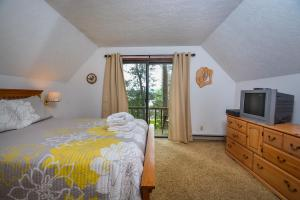 Rock Lodge Three-Bedroom Holiday Home, Dovolenkové domy  McHenry - big - 3