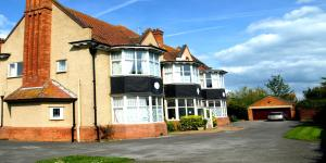 Cloisters Guest House in Burnham on Sea, Somerset, England