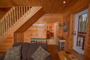 Hideout at Red Pines Three-Bedroom Holiday Home, Дома для отпуска  McHenry - big - 12