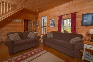 Hideout at Red Pines Three-Bedroom Holiday Home, Дома для отпуска  McHenry - big - 11